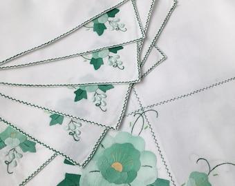 Vintage Crisp White Cotton Tablecloth, Mint Green Applique Flowers, plus 6 napkins