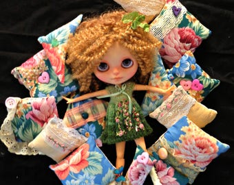 DOLL decor accessories - OOAK - Shabby Chic, lacy cushions for dollies -