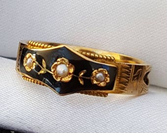 Antique Victorian Mourning Ring in 18ct Gold, Black enamelling and Pearls