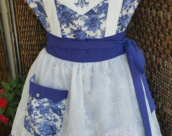 Queen of the Home 'Royal Tea' Apron! Feminine and Beautiful!