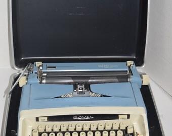 Vintage 1960's Royal Safari Deluxe Portable Manual Typewriter w/Case