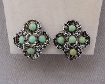 Vintage Silver Tone & Turquoise Clip On Earrings.
