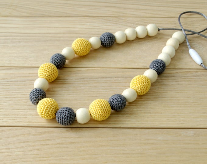 Nursing necklace - Teething necklace - Teething toy - Choose color - Crocheted necklace - Babywearing eco friendly toy