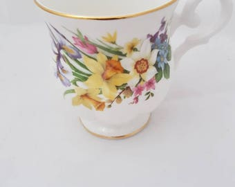 Vintage//st james/mug fine bone China Cup/////Golden edge//flowers//Hightea//tea cup//flea market//antiques//milk