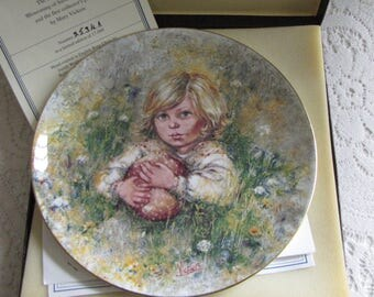 """Mary Vickers Decorative Plate The Blossoming of Suzanne Wedgwood Series First Issue """"Innocence"""" Bone China Bradford Exchange"""