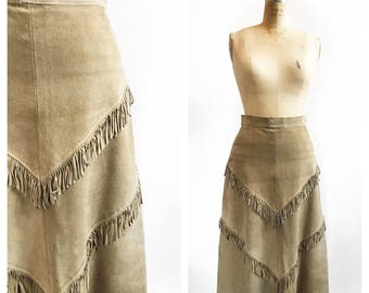 1970's bohemian hippie suede skirt with V fringe detail. Size S.