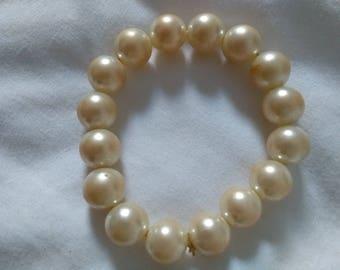 imitation / vintage pearl style bangle.