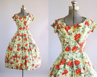 Vintage 1950s Dress / 50s Cotton Dress / Suzy Perette Red Poppy Print Dress w/ Full Skirt XS