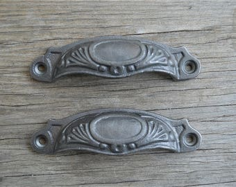 A pair of Victorian cast iron slimline furniture drawer pull handles SL1