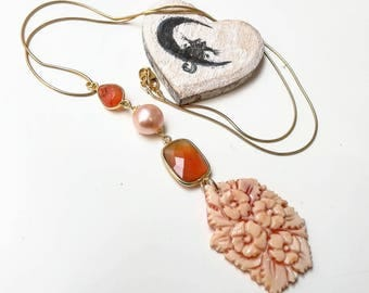 Necklace with cameo and hard stones