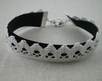 Bra019 - Black velvet and white lace Bracelet