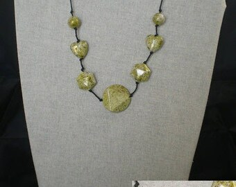 Parure009 - Set green and gold (necklace + earrings)