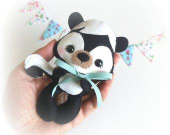 Mofe the Skunk PDF pattern-Woodland animals toy-DIY-Nursery decor-Instant download-Baby's mobile toy-Cute Skunk-Felt ornament-Felt animal