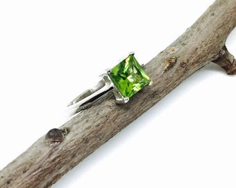 Peridot Ring set in sterling silver 92.5. Genuine natural peridot stone. Size 6.5.
