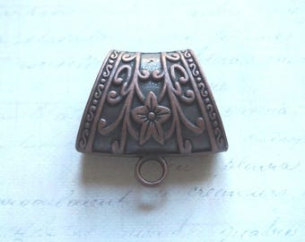 Large bail decorated 4x3.8cm coppered metal