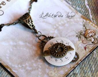 "Collier mécanisme mouvant rétro ""The world is mooving"""