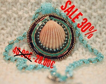 sale Necklace of seashells on the wiring of beads.