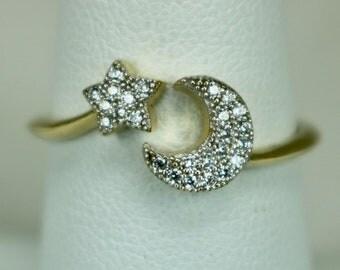 Vintage Ladies Ring 14K Yellow Gold 25 Diamonds Moon & Star Sz 7.5 c1990s