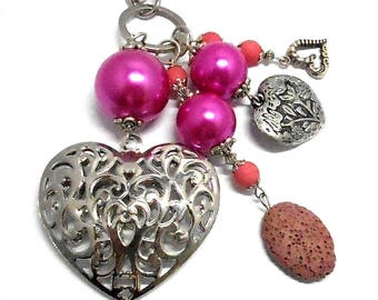 A scent! silver plated bag charm, hearts, pink beads charms