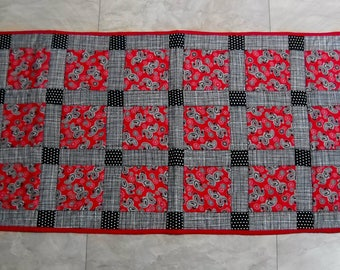 """Black red white table runner//Quilted table runner//Patchwork table runner//18 x 45"""" table runner//Black red paisley table runner"""