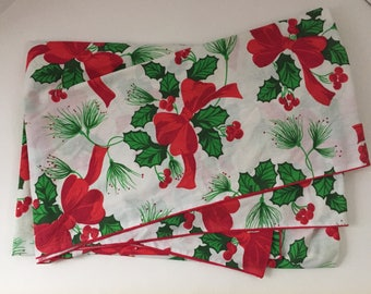Tablecloth or Fabric Vintage Christmas Holly Red Bow 80x60 Stitched Edge
