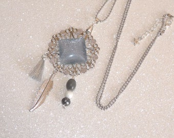 Long necklace silver/gray glitter rose with feather, beads and tassel