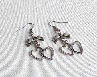 Silver Heart Earrings / jewelry greeting earrings ears/woman/Valentines day hearts dangle earrings/jewelry heart wedding gift.