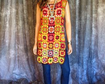 Vintage Crochet Top / Vintage 1970s Granny Square Crochet Tunic