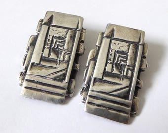 Sterling silver Brutalist clip on earrings. 1960s/1970s Modernist retro jewellery, hallmarked 925. Large rectangular textured ear rings, MCM