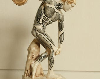 Shredded type figurine. Anatomy Discobolus statue