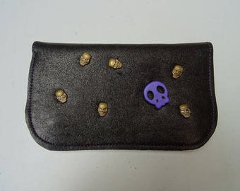 Tobacco pouch in black leather and skull