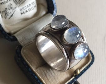 Silver moonstone ring, classic design