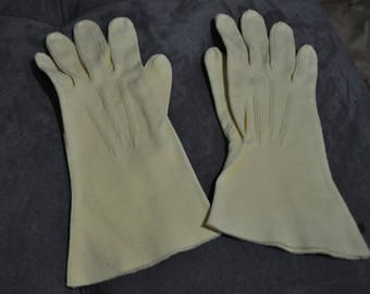 Vintage Ladies Gloves. 1950s. Hard to Find Yellow! Great Condition.