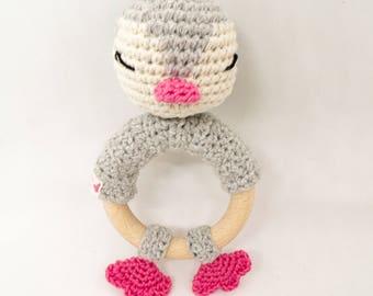 Hochet Pingouin / hochet fait main / hochet crochet / jouet bébé / cadeau de naissance / anneau de dentition / rammelaar