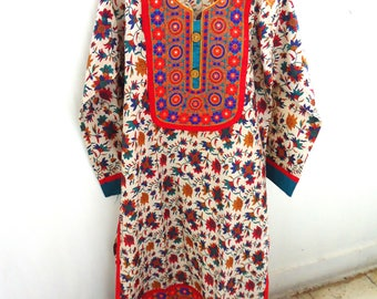 Indian kurti, quarter sleeve ethnic Indian kurta, Indian tunic, kurti dress, Indian print white green red kameez, neck embroidered kurta