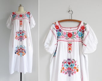 vintage oaxacan dress / mexican dress / white embroidered peasant dress / womens L