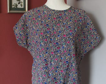 Vintage Christie & Jill Patterned Top With Back Accent Buttons
