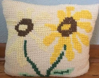 Retro Embroidered Daisy Pillow