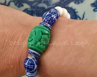 Blue and white beaded bracelet | GREEN, chinoiserie, Chinese, Asian, navy, stretchy, gold