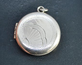 Art Deco Vintage Sterling SILVER Round LOCKET Pendant with Engraved Fan Detail