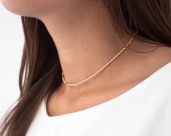 Collier court Louise nude plaqué or perles beige choker