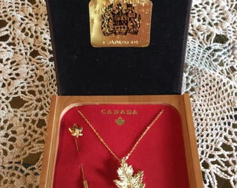 Vintage fashion jewelry maple leaf shape pendant and brooch with tie pin gold tone metal