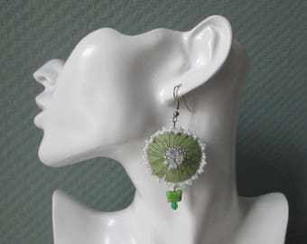 Earrings/earrings/fabric earrings with bead embroidered/textile Jewelry Green-white/Geschenk for you/embroidered earrings with glass beads/Girls