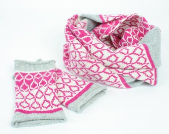 Cashmere cowl & mitts gift set - knitted wristwarmers with cashmere cowl - fairisle pattern - Luxury pink fingerless mitts and cowl
