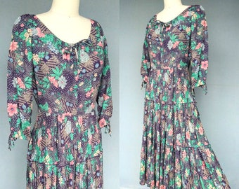 amaryllis / 1970s peasant style purple floral dress with tiered skirt / 8 10 medium