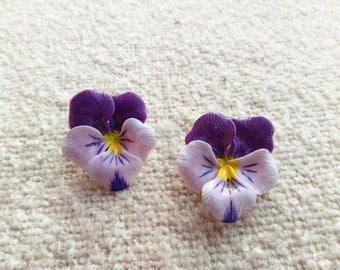 Earrings with pansies