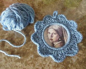 La jeune fille à la perle / Cadre au crochet bleu, avec illustration / Vermeer