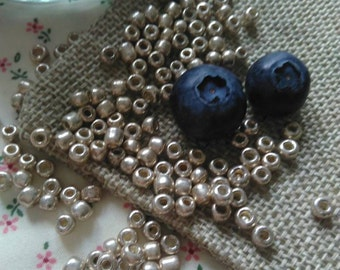 Glass seed beads Rocailles, light Gold Colour, 10 grams. Size about 4mm in diametre 2-4mm thick, hole 1mm. Crafting & Jewelry making supply