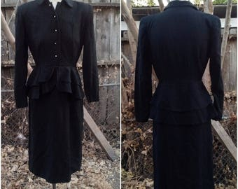 Glorious 1940s American Vintage Peplum Vixen Wool Dress with Pencil Skirt Long Sleeves Collar Side Zipper  Size Small