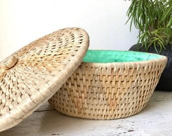 Round woven straw basket / basket with lid / vintage basket / rustic storage /  geometric patterns / boho / 1960s